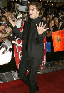 Robert Pattinson Paparazzi on Robert Pattinson On Paparazzi 205x300